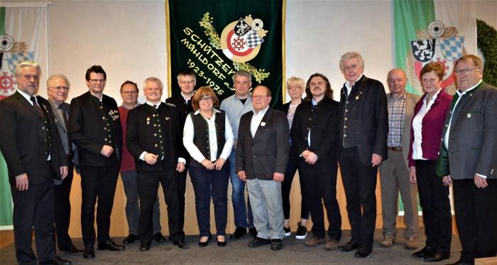 Das Schützenamt des Schützengaus Mühldorf mit Ehrengästen