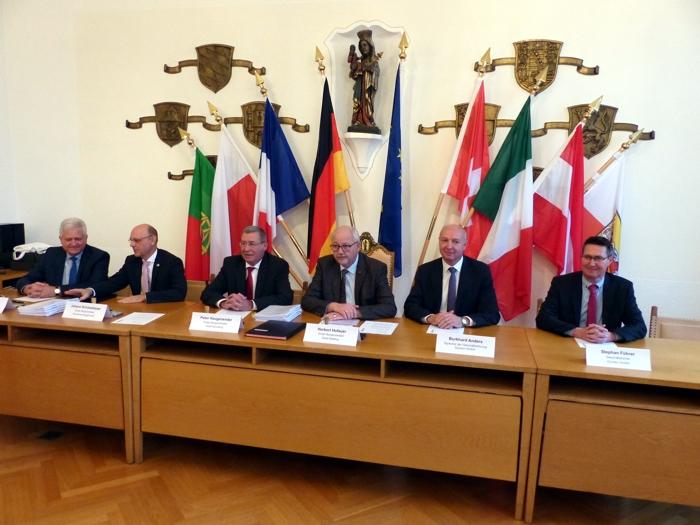 Kommunen und Industrie unterzeichnen Vereinbarung - Trinkwasserqualität im Landkreis Altötting langfristig gesichert