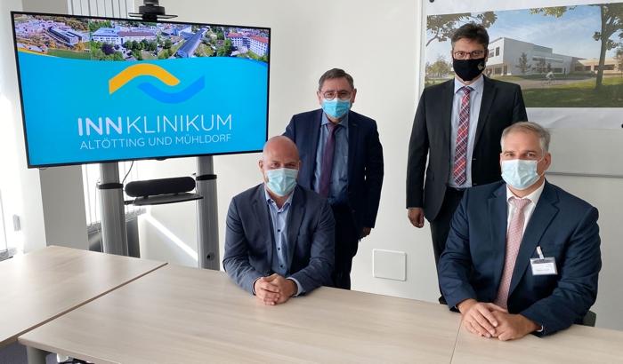 Die Landräte begrüßen den neuen Mann am Ruder des InnKlinikum Altötting und Mühldorf