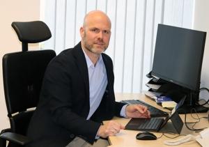 Dr. Simon Machnik