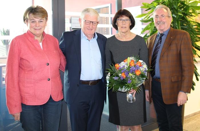 Foto von li: Christa Heindl, Verein zur Förderung und Unterstützung der Klinik Haag, Thomas Kitzeder und Maria Kitzeder, Landrat Georg Huber